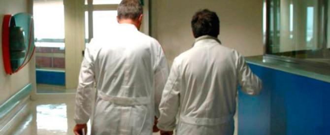 """Medici in campo contro """"bufale"""" e stregoni che ingannano i malati"""