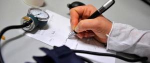 Assenze per malattia? I medici: «Sia il lavoratore a dire che sta male»