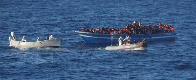 Sbarchi, salvati altri 200 migranti. Un business che non conosce default