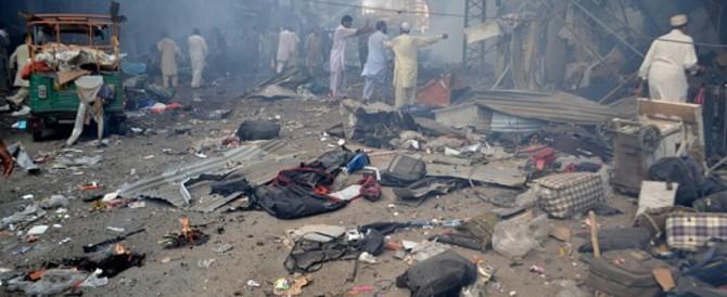 Assalto talebano alla Pasqua: è strage di famiglie e bambini a Lahore
