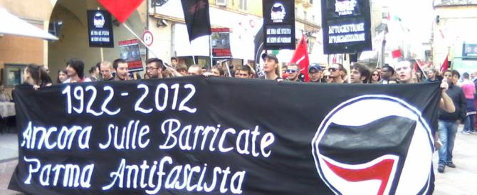 Stuprata dagli antifascisti a Parma: chiesto l'arresto per 5 giovani