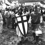 Com'erano: militanti vestiti come Alberto da Giussano in uno dei primi raduni a Pontida nei primi anni novanta (fonte Facebook)