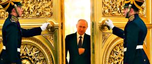In ginocchio da Putin: «Solo lui può aiutarci su terrorismo e migranti»