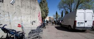Guerriglia a Roma: i rom aggrediscono i vigili con bastoni e bottiglie