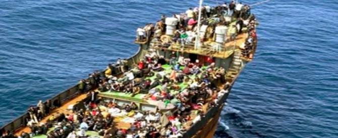 Immigrazione, un'invasione da record. E intanto arriva l'ennesima petroliera…