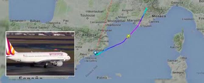 Il copilota voleva distruggere l'aereo. E c'è chi inneggia all'«eroe dell'Isis»