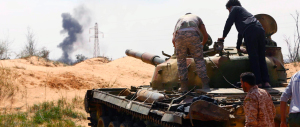 Libia nel caos: miliziani assediano il palazzo presidenziale di Tripoli