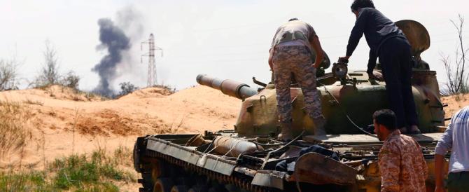 Tripoli, bombardato l'aeroporto. L'Onu a Tobruk: «Così minate i negoziati»