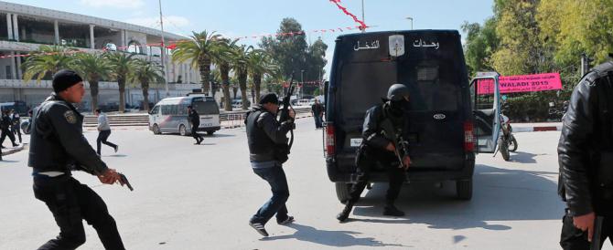 Tunisia, il premier Essid: «Nessuna pietà per chi minaccia il Paese»