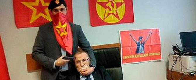 """Turchia, un gruppo """"rosso"""" prende in ostaggio un giudice in tribunale"""