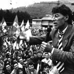 Com'erano: Umberto Bossi arringa il popolo leghista. Era il 1991. (Fonte Facebook)