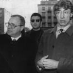 Com'erano: Umberto Bossi con l'ex sindaco di Milano Marco Formentini all'uscita dal tribunale di Milano dove si teneva il processo Enimont (fonte Facebook)