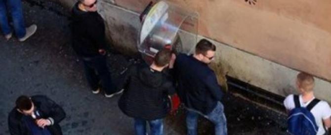 Vernice anti-urina contro lo scempio (buona per gli ultrà del Feyenoord)