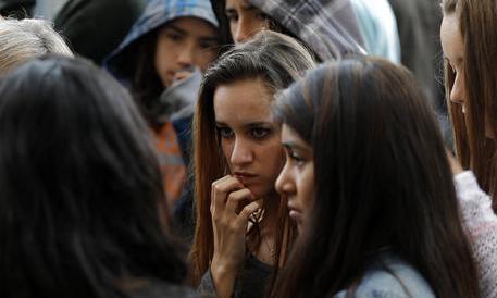 Spagna, a 13 anni uccide in classe il professore a colpi di balestra