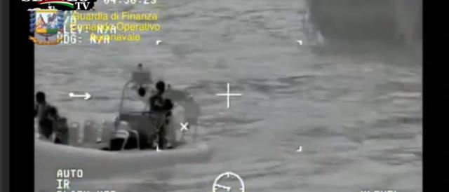 Strage nel Canale di Sicilia, i soccorsi in un mare di cadaveri. Guarda il video