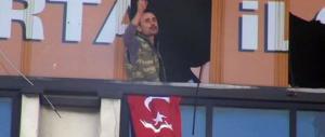 Due uomini armati fanno irruzione nella sede dell'Akp, partito di Erdogan