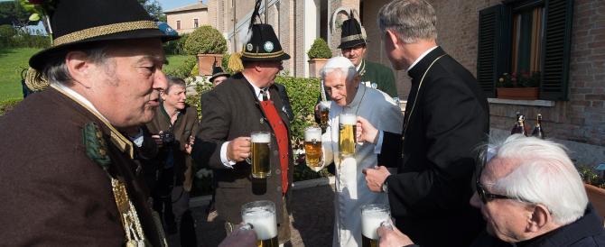 """Papa Ratzinger: """"Ho vissuto momenti difficili, ma Dio me ne ha tirato fuori"""""""