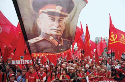 L'Ucraina vieta propaganda e simboli del comunismo: fu un regime criminale