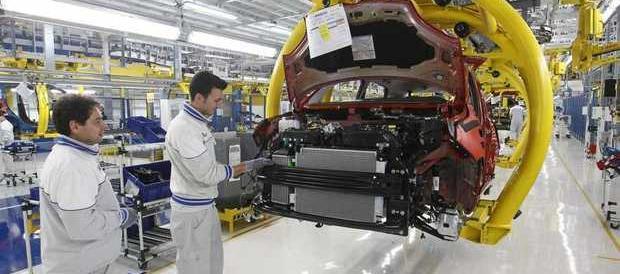 Jobs Act, per il ministero è boom di assunzioni. Forza Italia: «Propaganda»