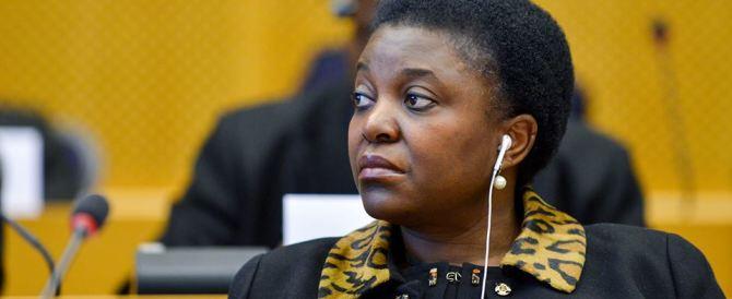 Cécile Kyenge fa festa: «Fate come l'Italia, accogliete tutti i migranti»