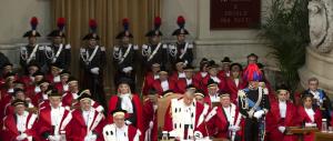 Tre italiani su 4 sfiduciano i magistrati. E spunta l'idea di indottrinare i media