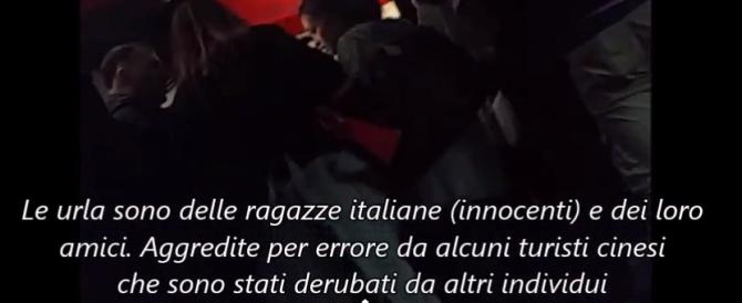 Scippi, spintoni, strangolamenti: metro di Roma nel caos (video)