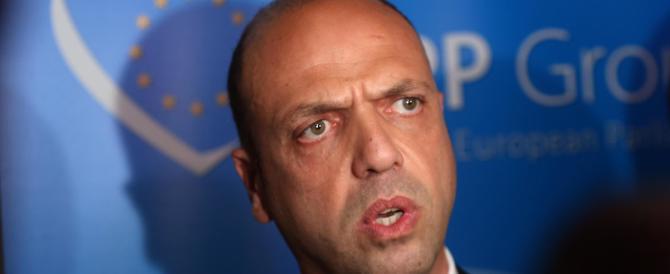 Naufragio, rivolta contro Alfano: «Si dimetta, ha fatto solo figure di melma»