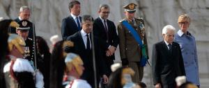 Mattarella e Renzi all'Altare della Patria a deporre una corona d'alloro