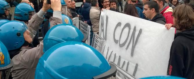 Salvini contestato ad Ancona: il solito patetico show dei centri sociali
