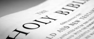 Bologna, marocchino minaccia una donna che sul bus legge la Bibbia