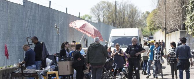 Pistola contro i rom? I vigili si difendono: ci hanno preso a bastonate