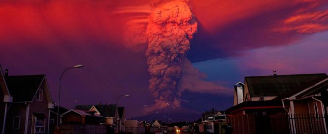 Cile, il vulcano Calbuco torna in attività. Allerta anche in Argentina