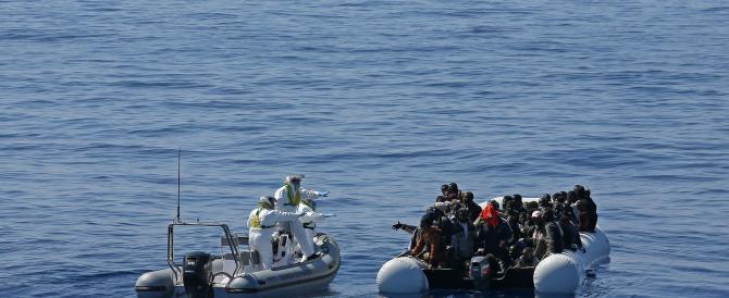 """Immigrazione, Juncker parla di """"solidarietà condivisa"""", ma Salvini…"""