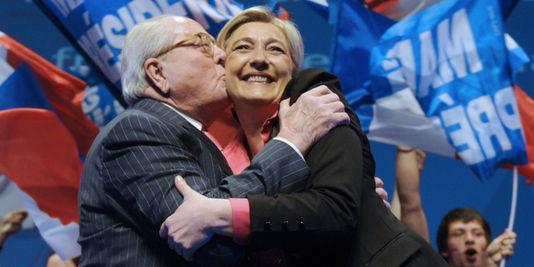 Sulle camere a gas Marine Le Pen prende le distanze dal padre