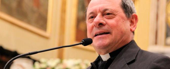 Il vescovo di Locri: porte spalancate ai migranti. Ma tace sui cristiani uccisi