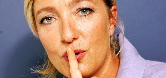 Marine Le Pen contro gli euroburocrati: «Vogliono umiliare la Grecia»