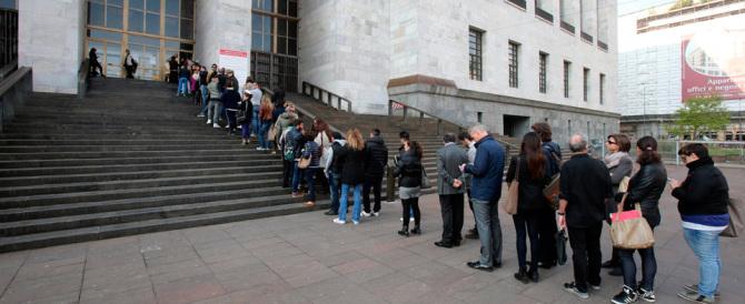 Milano, ora a Palazzo di Giustizia c'è la fila per i controlli…