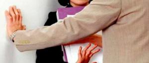 Molestie, palpeggiava le colleghe in ufficio: arrestato impiegato ravennate