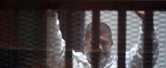 Egitto, l'ex presidente Morsi condannato a 20 anni di carcere