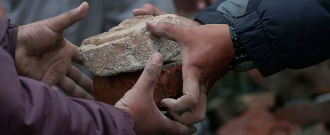 Nepal, la Farnesina rintraccia 5 italiani. Altri cinque mancano all'appello