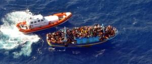 «Gli scafisti si fanno aiutare dalle autorità italiane». Ecco come