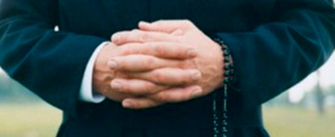 La love story tra una parrocchiana e un sacerdote finisce in tribunale