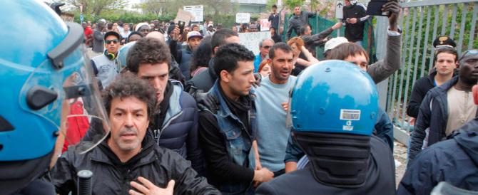 Salvini contestato: le Marche ostaggio di centri sociali e immigrati