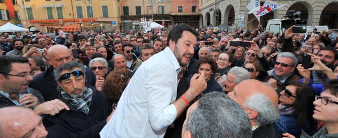 Salvini contro Renzi: restituisca i soldi Mps. Alfano affittacamere di profughi