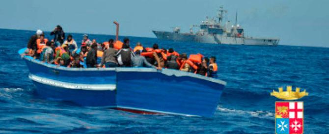 Un altro dramma del mare: barcone capovolto, recuperati 9 corpi