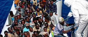 Migranti, sbarchi aumentati del 35,5%. Ma il governo vara l'asilo rapido