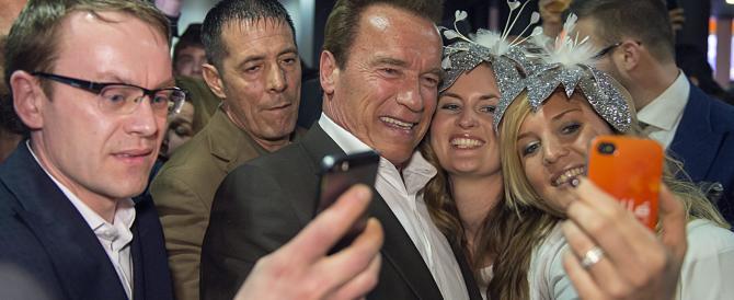 Schwarzenegger sferza i repubblicani sui gay: «Niente limiti di legge all'amore»