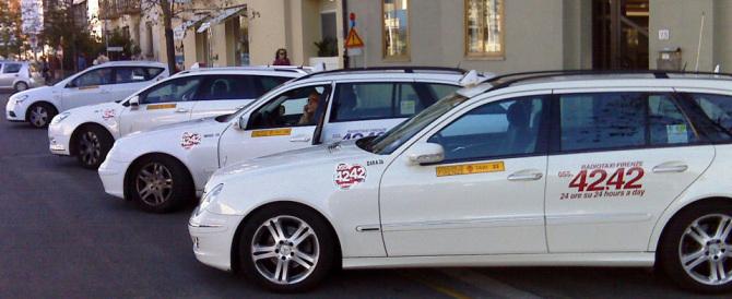 Turista tedesca dimentica soldi e pc, il tassista la cerca e le restituisce tutto