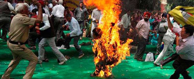 Tibet, un altro uomo si dà fuoco per protestare contro il governo cinese