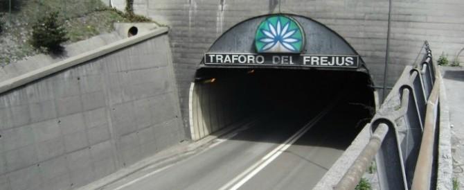 Torino, in fuga in Francia il padre scappato con il figlio di 15 giorni